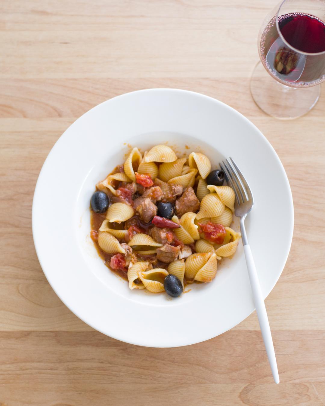 週末パスタ『鶏胸肉のトマトソースと貝殻パスタ』