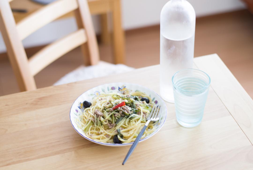 簡単ランチパスタ 水菜とそぼろのペペロンチーノ