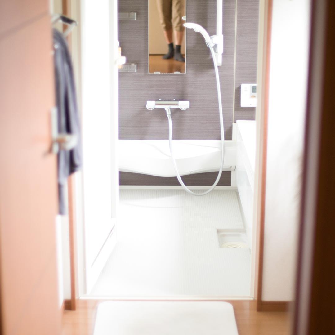 お風呂のふた、いす、タオル…もろもろ本当に必要か?