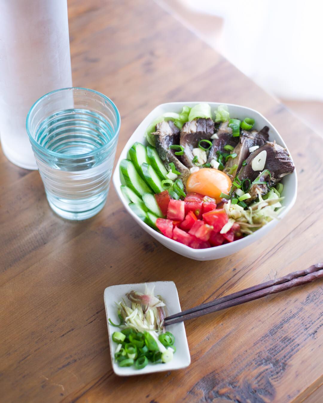 夏野菜たっぷり カツオのタタキ丼