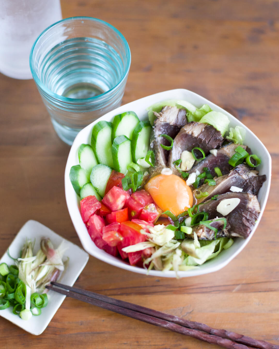 カツオのたたき丼 夏野菜たっぷり