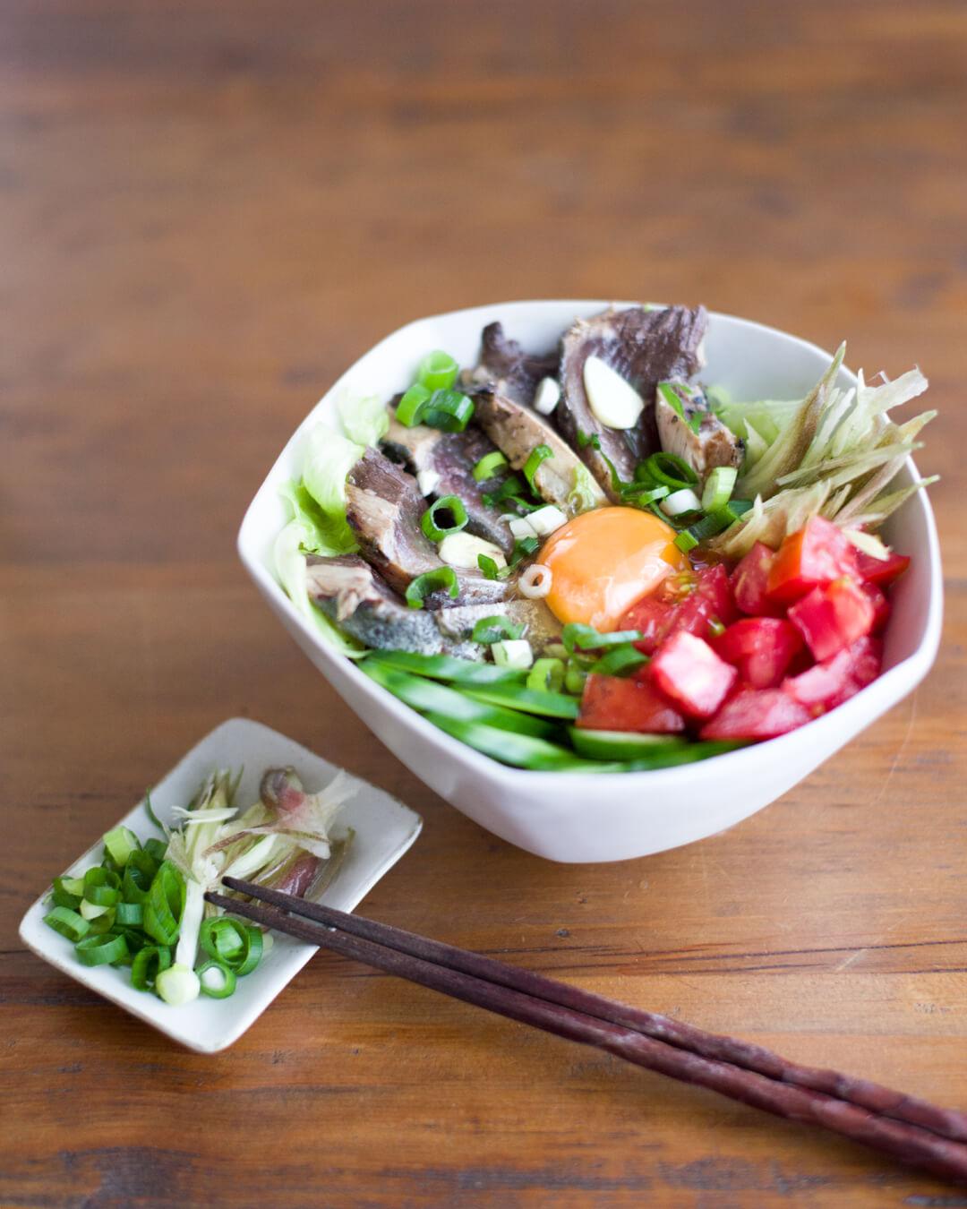 カツオのたたき丼 夏野菜たっぷり 3