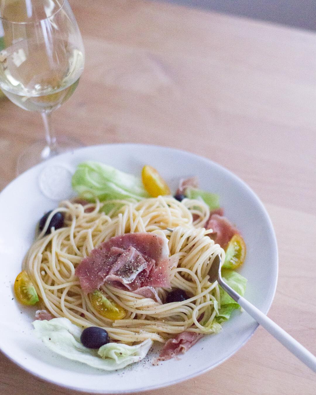 シンプル・レタスと生ハムの冷製スパゲティ 3
