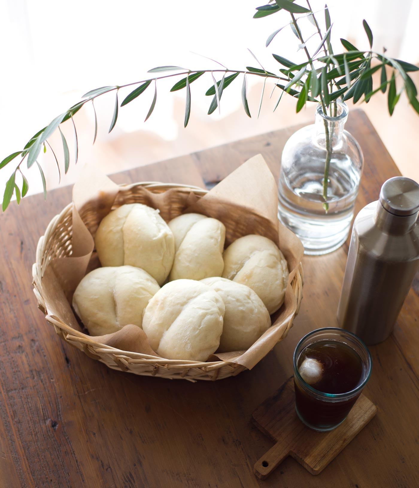 とってもシンプル。手捏ねでつくる、わんこも食べれる優しい味。ハイジの白パン焼きました。