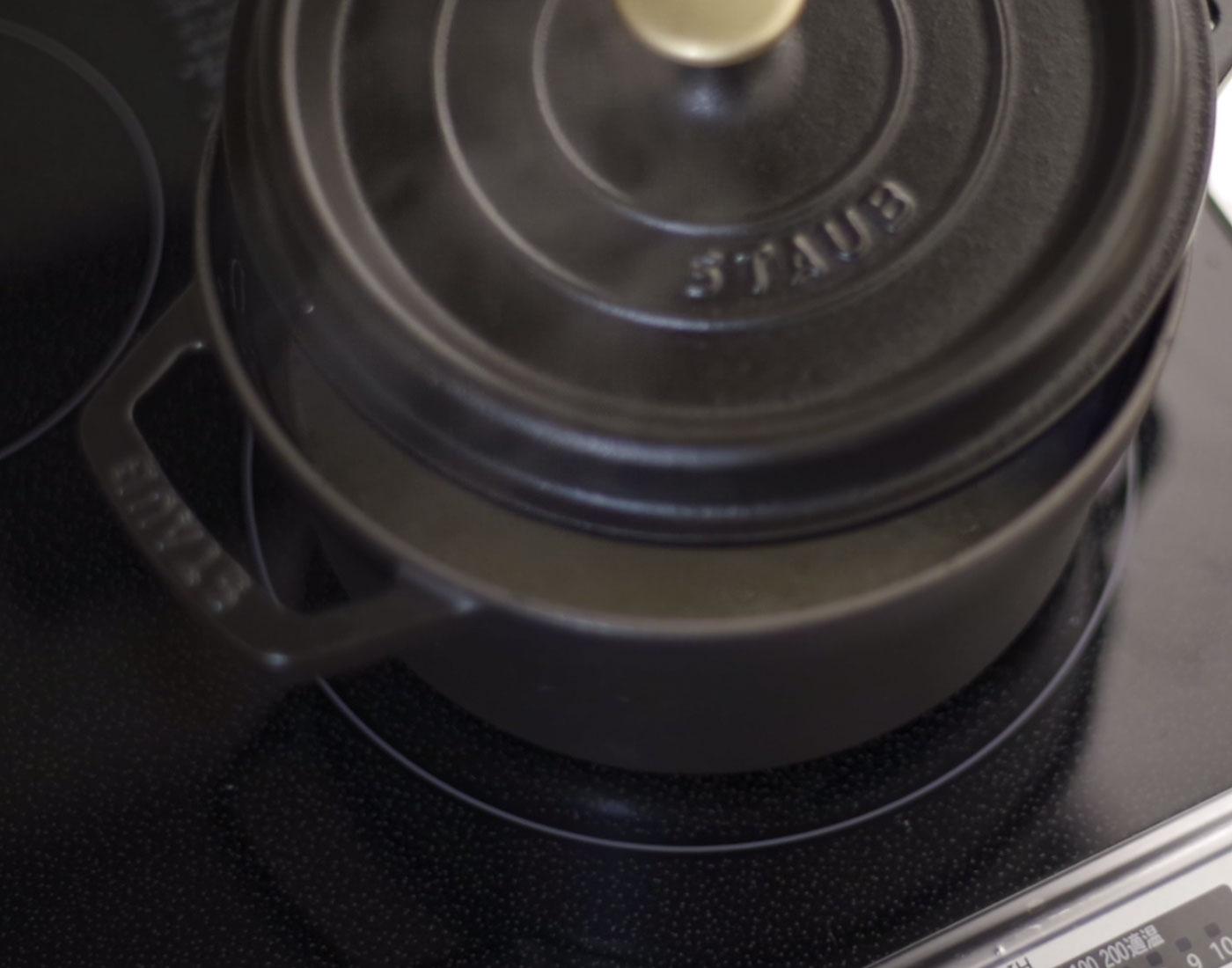 ストウブでの炊飯 ポイント 蓋をあけて沸騰